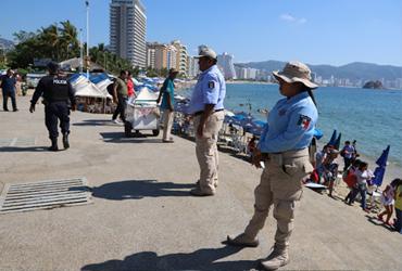Avanzan obras de mejoramiento urbano en destinos turísticos.