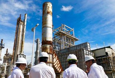 México compra 'seguro' petrolero por mil mdd