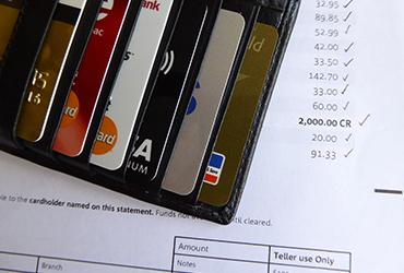 ¿Cuánto tiempo debo guardar mis estados de cuenta del banco?