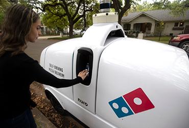 Domino's Pizza empezará a entregar pizzas con robots