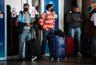 Estadounidenses creen que la pandemia está 'aflojando' y pronto comenzarán a viajar: encuesta