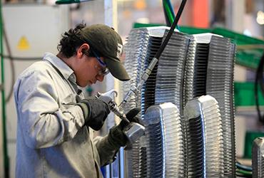 Industria manufacturera incrementa personal ocupado en febrero: Inegi