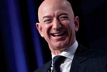 Por cuarto año consecutivo, Jeff Bezos lidera lista de los más ricos del mundo