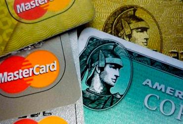 Mexicanos dicen adiós a las tarjetas de crédito, cancelan 1.6 millones y morosidad sube