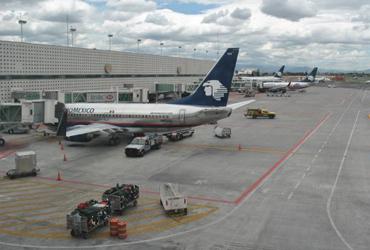 México firma convenio con EU para recuperar el grado de seguridad aérea