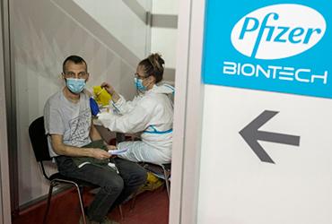Gracias a la vacuna, Pfizer planea incrementar ingresos hasta en 72 mil 500 mdd