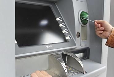 ¿Por qué no debes tirar los comprobantes que da el cajero automático?